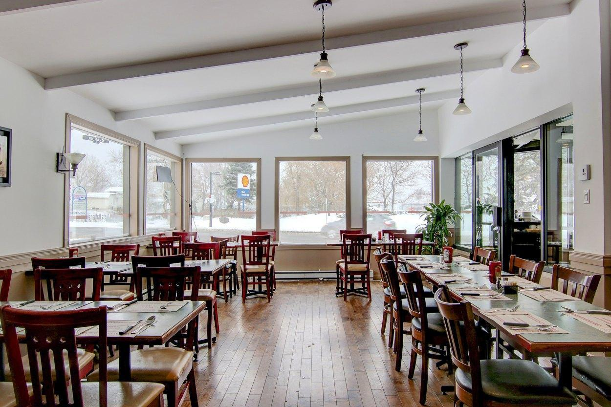 Diane Deli & Grill - Restaurant Cuisine Grillades Montréal-Est, Montréal