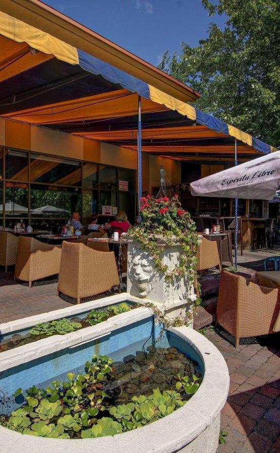 Resto Éclipse - La Terrasse - Boisbriand, Laurentians (North Shore) - Breakfast Cuisine Restaurant