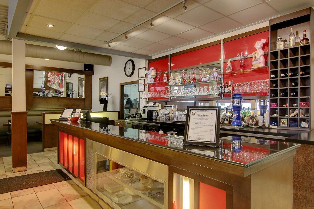 Resto Hollywood Deli - Montreal North, Montreal - Grill Cuisine Restaurant