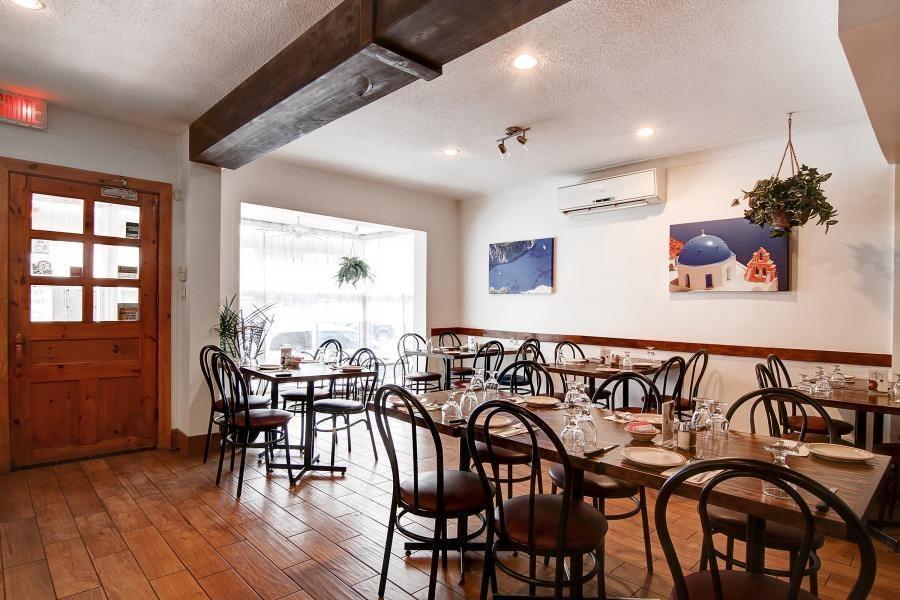 Le Jardin des Puits - Restaurant Cuisine Grecque Ahuntsic-Cartierville, Montréal