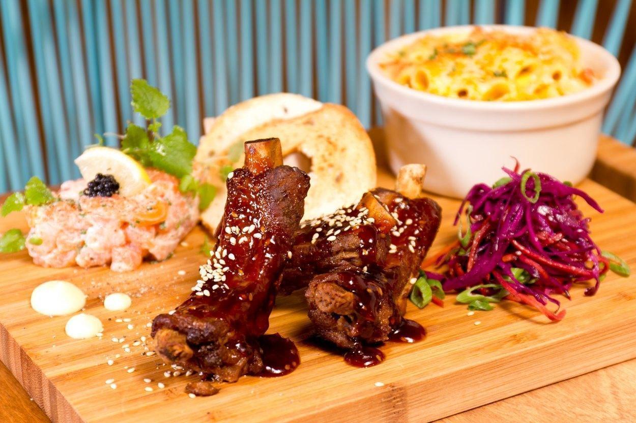 Le Mtl Resto + Bar - Le Plateau-Mont-Royal, Montreal - Pub Food Cuisine Restaurant