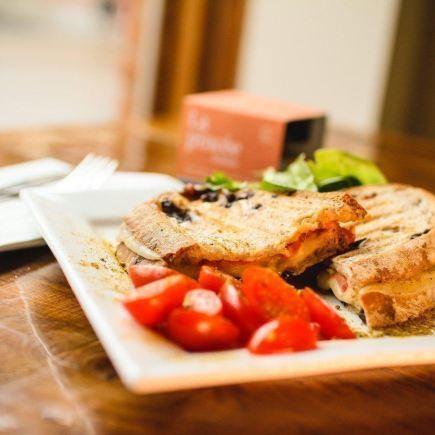 Quartier Général du Vieux Beloeil Restaurant RestoMontreal