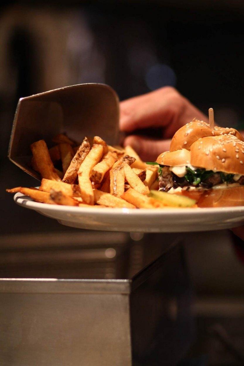 Restaurant Les Belles-Soeurs - Le Plateau-Mont-Royal, Montreal - Burgers Cuisine Restaurant