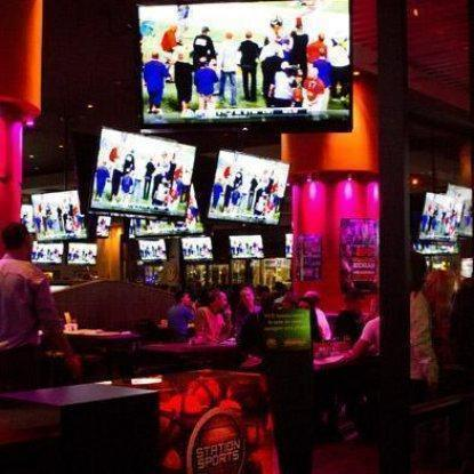 Photo 1 - La Station des Sports Restaurant RestoMontreal